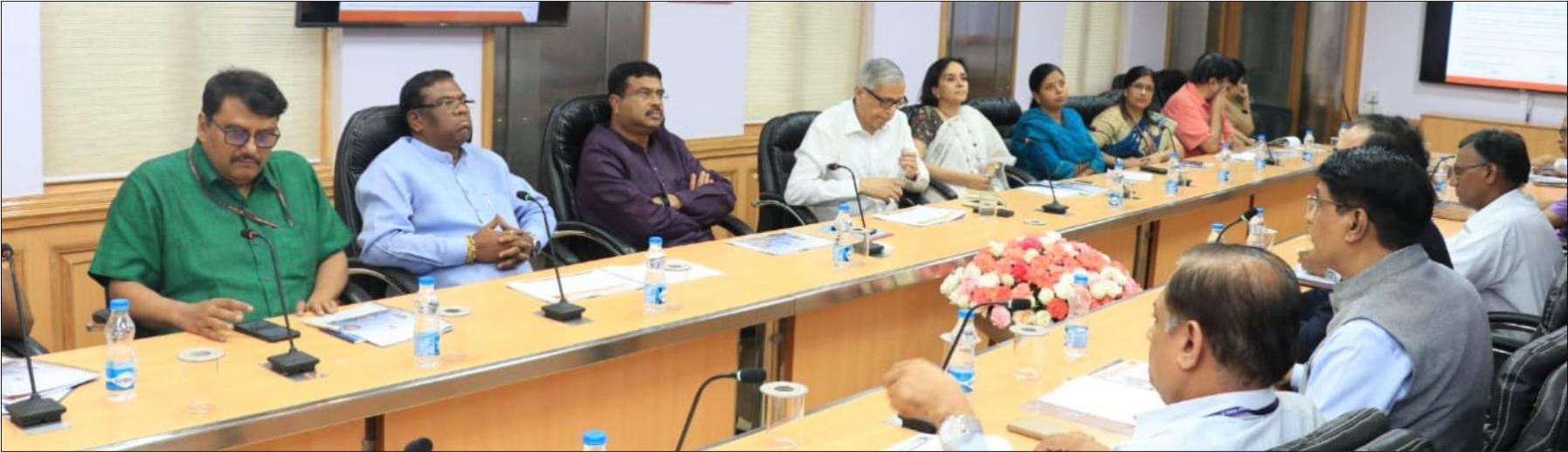 Min. P&NG and Steel, Shri Dharmendra Pradhan and MoS Shri Faggan Singh Kulaste jointly reviewed a presentation of KIOCL.