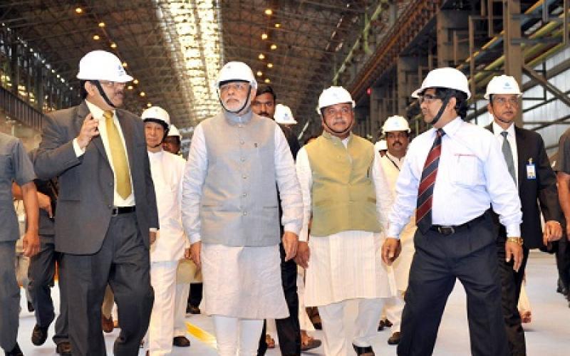 Hon'ble Prime Minister Shri Narendra Modi with Union Minister of Steel & Mines Shri Narendra Singh Tomar, visiting the modernised & expanded SAIL, Rourkela Steel Plant